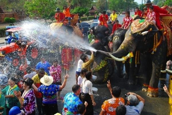 ประเพณีสงกรานต์กรุงเก่า 2558 Phra-Nakhon-Si-Ayutthaya-Songkran-Festival-211915